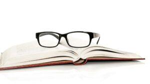 Os-colirios-podem-substituir-os-oculos-de-leitura