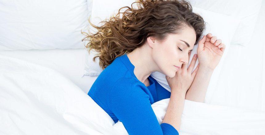 Por-que-você-nunca-deve-dormir-com-suas-lentes-de-contato